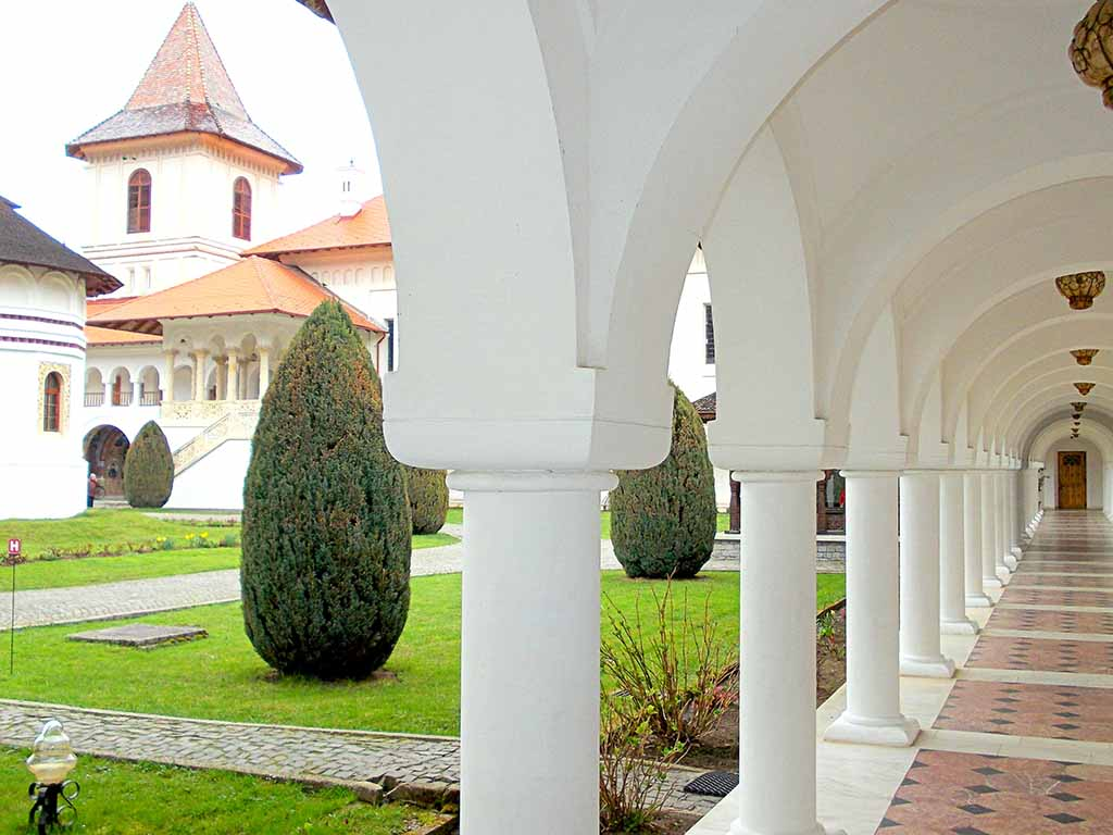 Sambata de Sus Monastery, one of the many legacies of the Brancovenesc architectural style. Credits: Unveil Romania