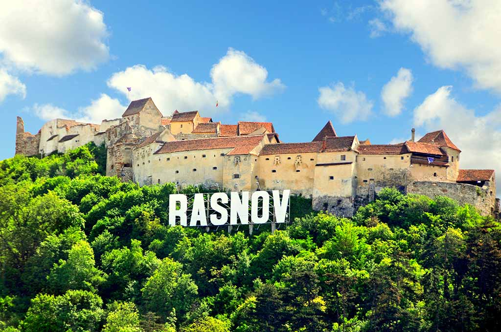 Rasnov - the impregnable Fortress. Photo by Dennis Jarvis, www.flickr.com/archer10