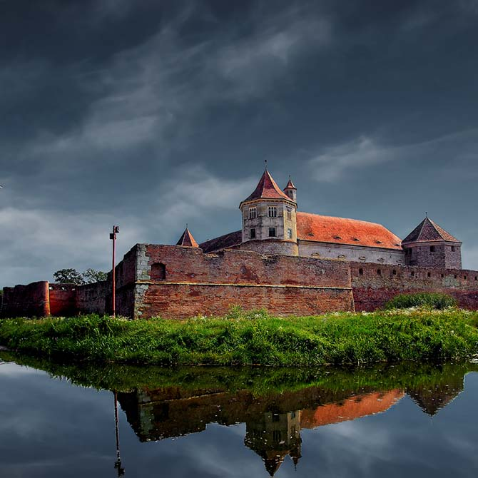 Fagaras Fortress, one of the largest and best preserved feudal castles in Europe. Photo by George Nutulescu, www.flickr.com/nutulescug