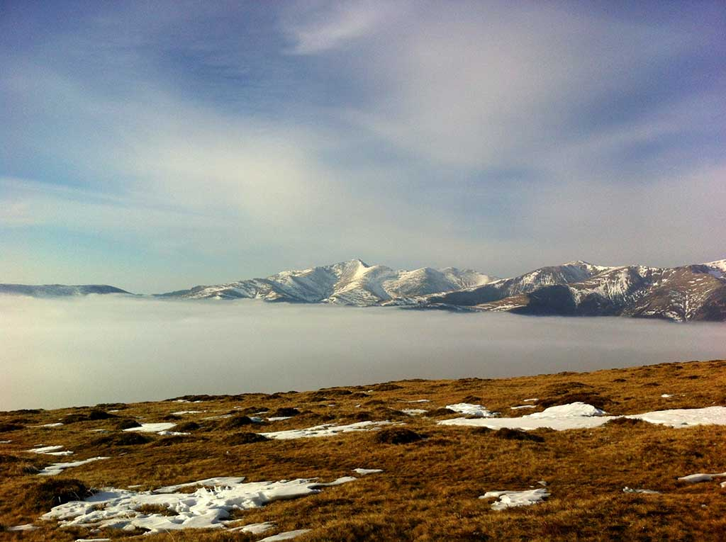 Over the clouds on Transalpina Road, Parang Mountains. Credits: Unveil Romania